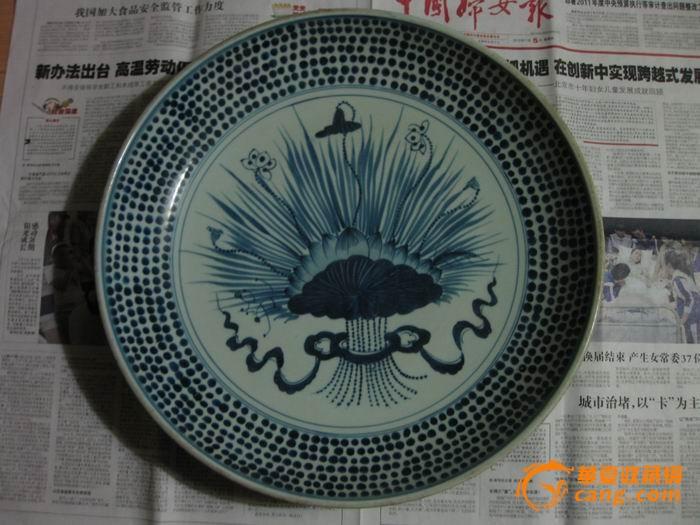 青花瓷:荷花吉祥大盘.直径40.8厘米