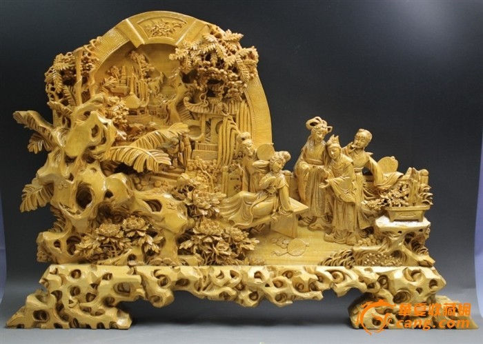 5厘米       此件木雕个头巨大,取材红楼梦题材,雕刻十分精细,摆放