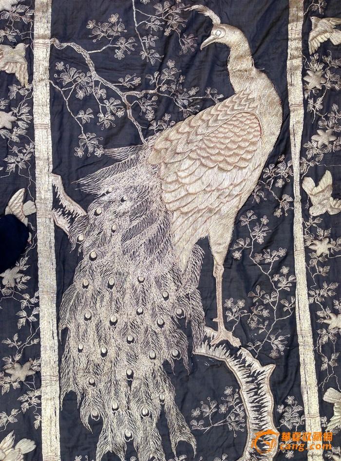 晚清民国超巨型罕见黑地团金线刺绣雌雄孔雀大修片