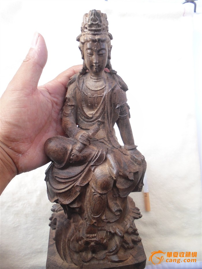 商品描述:越南沉香木雕自在观音文书菩萨